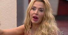 Valeria Marini: 'Ho bisogno di fare l'amore' e si chiude in bagno con LUI /Guarda - http://www.sostenitori.info/valeria-marini-bisogno-lamore-si-chiude-bagno-guarda/259205