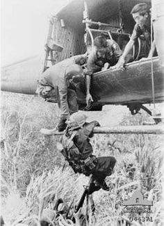 Vietnam War: Gunner reaches down to help a RVN soldier back inside the helicopter. Nagasaki, Hiroshima, Vietnam War Photos, South Vietnam, Vietnam Veterans, Honor Veterans, Fukushima, American War, American History