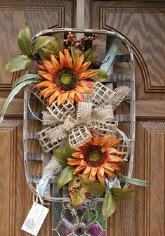 39 Creative Wreath You Have to Craft in Fall this Year – Fall Wreath İdeas. Easy Fall Wreaths, How To Make Wreaths, Holiday Wreaths, Fall Door Wreaths, Country Wreaths, Burlap Wreaths, Holiday Decor, Frame Wreath, Diy Wreath