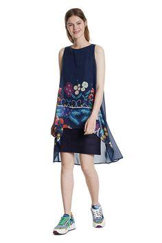 Zajímavé modré boho šaty od španělské značky Desigual jsou vhodné jak na denní nošení, tak na jakoukoliv letní společenskou událost. Perfektní rafinovaný střih, bez rukávů, potisk květin, velmi příjemný spodní materiál je 95% viskóza, 5% elastan a vrchní lehký materiál je 100% polyester, délka po kolena. Floral, Summer Dresses, Boho, Casual, Products, Fashion, Moda, Summer Sundresses, Fashion Styles