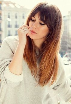 There are many different hairstyles with bangs that look young at first sight … - Lange Haare Ideen Romantic Hairstyles, Cool Hairstyles, Hairstyles 2018, Long Hairstyles With Fringe, Long Hairstyles With Bangs, Long Bob Haircut With Bangs, Hair Day, New Hair, Medium Hair Styles