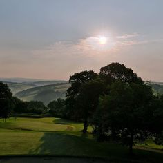 When you live in London as I do it is all too easy to forget how stunning the #countryside is first thing in the morning.  At around 6am #Devon was bathed in that soft morning light the fields glistening with dew and the mist rising over the hills.  This is the view from @Highbullen a stunning 19th century manor house and the perfect #Countryclub in the heart of Devon . I woke early thanks to the heat but had no regrets because unless I'd actually been awake I'd have missed the sensational…