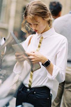 19 Ideas Fashion Week Paris Street Style White Shirts For 2019 1990s Fashion Trends, Fashion 2017, Look Fashion, Fashion Beauty, Fashion Outfits, T Shirt Fashion, Fashion Weeks, Fashion Details, Fashion Styles