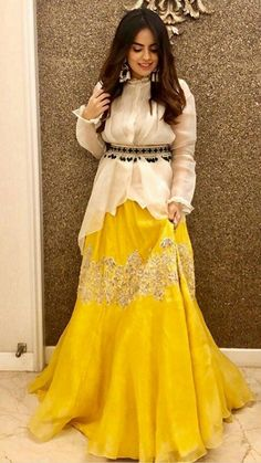 Party Wear Indian Dresses, Designer Party Wear Dresses, Pakistani Dresses Casual, Indian Bridal Outfits, Indian Gowns Dresses, Indian Fashion Dresses, Dress Indian Style, Pakistani Dress Design, Indian Designer Outfits
