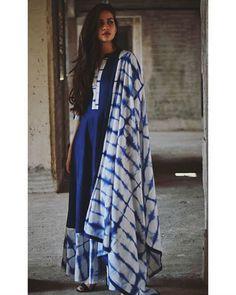 Shop Indigo tie and dye dress with dupatta Saree Blouse Neck Designs, Blouse Designs, Tie Dye Coats, Shibori, Box Pleated Dress, Simple Kurti Designs, Sari Design, Tie Dye Fashion, Tie Dye Techniques