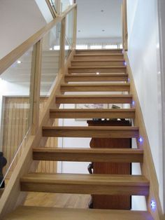 Open tread oak and glass stairs – staircase Open Basement Stairs, Open Stairs, Glass Stairs, Basement Ideas, Glass Railing, Wood Stairs, Floating Staircase, Modern Staircase, Staircase Design