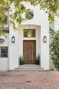 Inside a Mediterranean-Style Home That Stuns With Textured Details Design Exterior traditional home Rosa Beltran Design Mediterranean California Home Tour Mediterranean Style Homes, Spanish Style Homes, Spanish House, Mediterranean House Exterior, Mediterranean Architecture, Mediterranean Front Doors, Spanish Style Interiors, Mediterranean Style Bathroom Ideas, Spanish Exterior