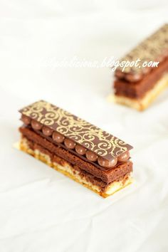 Chocolate rich entremet. Layers: Crémeux au chocolat, Chocolate sponge, Nut Dacquoise, Praliné feuilletine. (Pinner´s note: as for this last layer, I always replace the Pailleté Feuilletine w. rice krispies and although hazelnut praline is esy to make, I sometimes replace it w. nutella.)