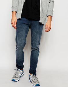 Jeans von Lee aus Baumwoll-Denim mit Stretch Mittlere Waschung normale Bundhöhe Reißverschluss enge Passform Maschinenwäsche 90% Baumwolle, 9% Polyester, 1% Elastan unser Model trägt Größe 81 cm/32 Zoll und ist 185,5 cm/6 Fuß 1 Zoll groß