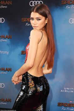 Zendaya, Tom Holland at Spider-Man: Far From Home world premiere in LA Wow factor: Zendaya let her hair, that's been dyed red, fall loose down her bare back… Zendaya Red Hair, Mode Zendaya, Zendaya Outfits, Zendaya Style, Zendaya Body, Zendaya Makeup, Red Ombre Hair, Pink Hair, Models