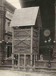 Protezione del Perseo del Cellini durante la Prima Guerra Mondiale.#ConosciFirenze.