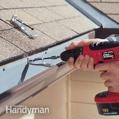 Seal leaky gutters and straighten sagging and bulging gutters. We'll show yo… Seal leaky gutters and straighten sagging and bulging House Gutters, Diy Gutters, How To Install Gutters, Home Fix, Diy Home Repair, Up House, Roof Repair, Home Ownership, Home Repairs