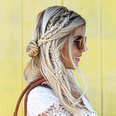 26 Boho Hairstyles with Braids – Bun Updos & Other Great New Stuff to Try Out! – PoPular Haircuts Boho Hairstyles with Braids – Bun Updos & Other Great New Stuff to Try Out! - Station Of Colored Hairs Festival Braid, Music Festival Hair, Medium Hair Styles, Long Hair Styles, Fancy Braids, Corte Y Color, Messy Hairstyles, Summer Hairstyles, Boho Hairstyles Medium