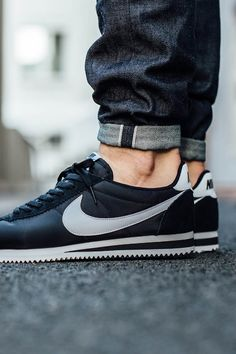 nike cortez on feet with shorts