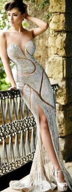 If I could wear this dress I would. Not the shoes though.