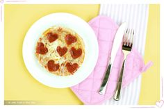 This Punny Valentine's Day Pizza gift would be the perfect idea to wake up a little early and make for your classmates or some of your co-workers. Diy Valentines Gifts For Him, Valentines Day Pizza, Handmade Valentine Gifts, Valentine Crafts, Happy Birthday Doodles, Drawings For Boyfriend, Valentine's Day Diy, Creative Gifts, Boyfriend Gifts