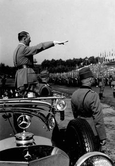 Adolf Hitler loved the big Mercedes-Benz cars and the Tristar Emblem. Nuremberg Rally, Joseph Goebbels, Political Beliefs, The Third Reich, Mercedes Benz Cars, History Facts, World History, World War Two, Wwii