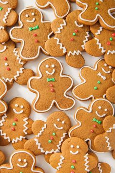 90 Best Christmas Desserts That Every One of Your Holiday Guests Will Love Best Gingerbread Cookies, Fun Cookies, Holiday Cookies, Sugar Cookies, Cookies Et Biscuits, Gingerbread Recipes, Cookies Soft, Gingerbread Trifle, Almond Cookies