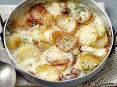 La Truffade au four – Fried potato-cheese dish Cheese Dishes, Potato Dishes, Potato Recipes, Healthy Foods To Eat, Healthy Recipes, Crockpot Recipes, Cooking Recipes, Good Food, Yummy Food