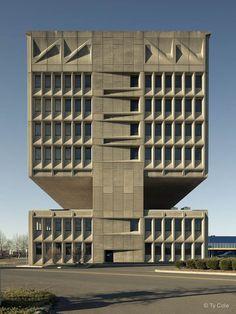 Pirelli Tire Building, New Haven; Marcel Breuer & Associates (1970). Photograph by Ty Cole.