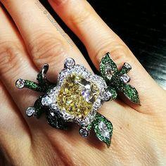 Spectacular #yellow #diamond #ring by a Hong Kong based designer Diana Zhang…