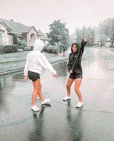 ✰ dancing in the rain - Sport interests Photos Bff, Friend Photos, Cute Photos, Bff Pics, Best Friend Fotos, Shotting Photo, Cute Friend Pictures, Best Friend Photography, Photo Vintage