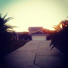 @sunsethappyglows photo: My dream house #dreamhouse #beachy #jw #hala #cute #beachhouse #sunset #palms #colorful