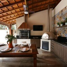 Browse images of Балконы, веранды и террасы designs by Danielle Tassi Arquitetura e Interiores. Find the best photos for ideas & inspiration to create your perfect home. Outdoor Kitchen Patio, Outdoor Kitchen Design, Glass House, Sweet Home, New Homes, House Design, Decoration, Home Decor, Pergola Ideas