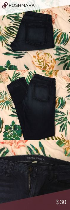 Banana republic stretch jeans/jeggings Awesome stretchy jeans! Like new condition. They are extremely soft and comfortable, do not feel like regular denim at all Banana Republic Pants Skinny