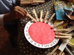 Des activités Montessori pour travailler la motricité fine - louloute-