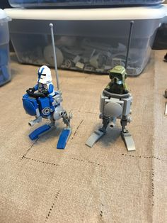 Turns out they're fun, quick, and easy to make : legostarwars Lego Mandalorian, Lego Mecha, Lego Soldiers, Lego Star Wars Mini, Lego Machines, Lego Display, Lego Pictures, Lego Activities, Lego Minifigs