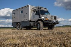 Have you ever wanted to take your luxury apartment on an off-roading holiday? It sounds like you need a new Mercedes-Benz Zetros, with a body from specialist manufacturer Hartmann Spezialkarosserien on top. Expedition Trailer, Overland Trailer, Expedition Vehicle, Mercedes Benz Zetros, Mercedes Benz Trucks, Mercedes Camper, Truck Camper, Camper Van, Bug Out Trailer