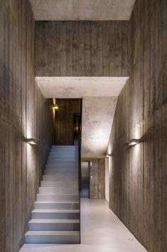 Image 13 of 31 from gallery of Grosvenor Avenue / fourth_space. Photograph by Gareth Gardner Modern Architecture House, Architecture Details, Interior Architecture, Interior And Exterior, Modern Interior Design, Interior Design Living Room, Blue Home Decor, Modern Farmhouse, Stairs