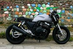 Mi cb 400 super four cafe racer.