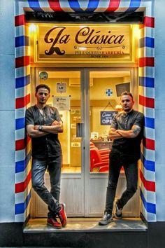 En la Clásica profesionales barberos www.peluqueriabarberialaclasica.com #Barbershop #Barberia #BarberiasConEncanto #BarberiaMadrid #MaestrosBarberos