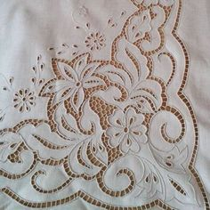 Cutwork Embroidery, Embroidery Patterns Free, Hand Embroidery Stitches, Tatting Patterns, White Embroidery, Machine Embroidery Designs, Débardeurs Au Crochet, Crochet Shell Stitch, Crochet Home