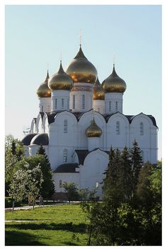 Cathedral of the Assumption, Yaroslavl, Russia - Rebuilt in 1937 after being destroyed in WWI. - I think the contrast of gold and white in this building add allure and may enhance the worship experience. Russian Architecture, Religious Architecture, Beautiful Architecture, Beautiful Buildings, Cathedral Church, My Church, Countries Around The World, Around The Worlds, Old Churches