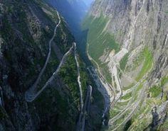 Trollstigen  Dit Fjord heeft vele wegen die toeristen aantrekken. De meest opvallende wegen worden samen de Trollstigen genoemd (trollen ladder), een reeks van prachtige wegen met een adembenemend uitzicht op watervallen. De weg is goed beveiligd maar vergt wel veel concentratie en rijvaardigheid. De duizelingwekkende steile hellingen, intense haarspeldbochten en smalle wegen laten geen ruimte voor fouten. Zodra je op de top bent schijnt het uitzicht adembenemend te zijn, aanrader dus.