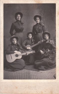03/10/1880 - The Salvation Army came to the United States.  Five Salvation Army women and three guitars. Ca. 1890