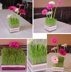 Déco de table avec des fleurs et du gazon