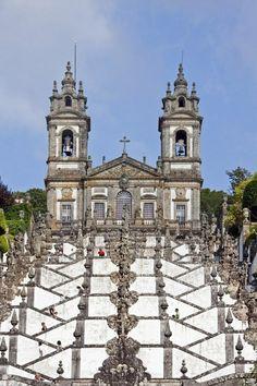 Escalera e iglesia de Bom Jesus do Monte, Portugal                                                                                                                                                                                 Más