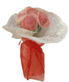Detalles para bodas – bouquet rojo  Realizado con chucherias de fresa Medidas aproximadas 27cm de alto x 12cm de ancho Peso aproximado 160grs Precio : 4.50 https://elmundodelaschuches.com/tienda/detalles-para-bautizos-bodas-y-comuniones/detalles-para-bodas-bouquet-rojo/