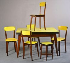 Table / chairs