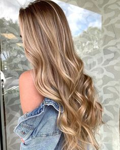 If you are lucky to have beautiful long hair, but you cannot find a satisfactory hairstyle. Well, you have come to the right place. Check out our long hairstyles form now to find encouraging inspiration. Hair Color Balayage, Blonde Balayage, Hair Highlights, Blonde Hair Goals, Honey Blonde Hair, Golden Blonde, Hair Color Guide, Beautiful Long Hair, Gorgeous Blonde