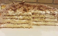 Idealna torta za rodjendan, nepečena je, napravljena od turskog keksa ( ima dole fotografija kako izgleda ) i karamel pudinga, sa slatkom pavlakom. Odlična je za alergične na jaja ili orašaste plodove, za leto jer se ništa ne peče, a fil se samo jedan skuva za 5 minuta, Šeherezada je još dob…