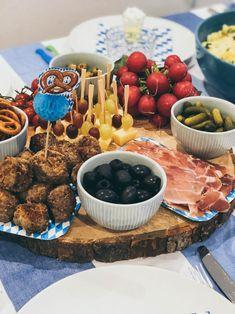 Oktoberfest im November - Warum nicht?! - maimaldrei Oktoberfest Party, 30 August, Cheese, Motto, Breakfast, Food, Sour Pickles, Dinner Napkins, Good Food