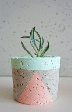 Painted Plant Pots, Painted Flower Pots, Vase Crafts, Concrete Crafts, Diy Concrete Planters, Decorated Flower Pots, Pottery Painting Designs, Diy Arts And Crafts, Handmade Home Decor