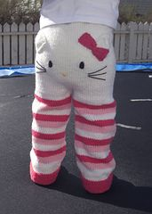 DIY Hello kitty knitted infant pants pattern by Kristine Jorskogen. Knitting For Kids, Crochet For Kids, Knitting Projects, Baby Knitting, Knit Crochet, Baby Kind, My Baby Girl, Cute Babies, To My Daughter