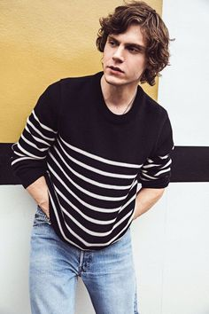 With roles as weirdos in Ryan Murphy's American Horror Story and Pose, Evan Peters swears he's totally normal in person. Evan Peters, American Horror Story, Beautiful Boys, Pretty Boys, Beautiful People, Peter Maximoff, Ryan Murphy, Emma Roberts, White Boys