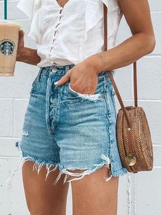Look Short Jeans, Jean Short Outfits, Loose Jeans, Shorts Outfits Women, Outfits Damen, Dressy Outfits, Skirt Outfits, Work Outfits, Chic Outfits